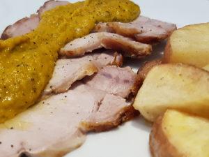 Arrosto di lonza di maiale con crema di verdure e patate rosse arrosto